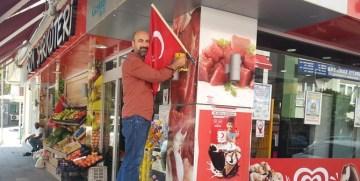 """GÜMÜŞHANE TİCARET ODASI'NIN """"BAYRAK UYGULAMASI"""" ZAFER BAYRAMI KUTLAMALARINA YENİ BİR RENK KATTI"""