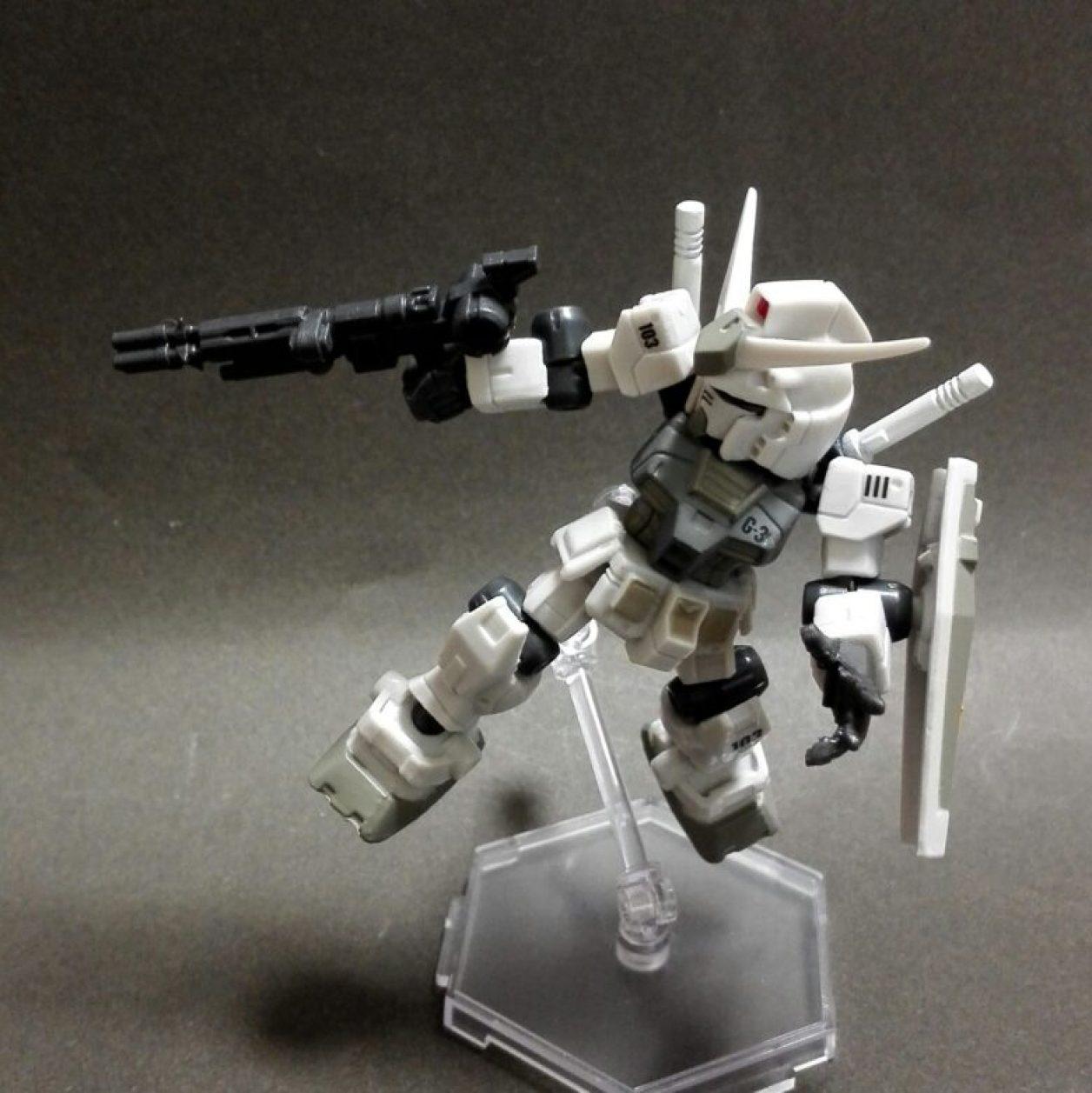 MOBILE SUIT ENSEMBLE(モビルスーツアンサンブル)1.5弾のガンダム(G3)と武器セットのビーム・ガトリング×2の組み合わせの画像