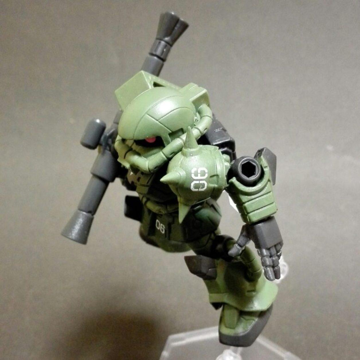 mobile suit ensemble(モビルスーツアンサンブル)1.5弾のザク(マーキングプラス)のMS武器セットのザク・バズーカを装備した画像