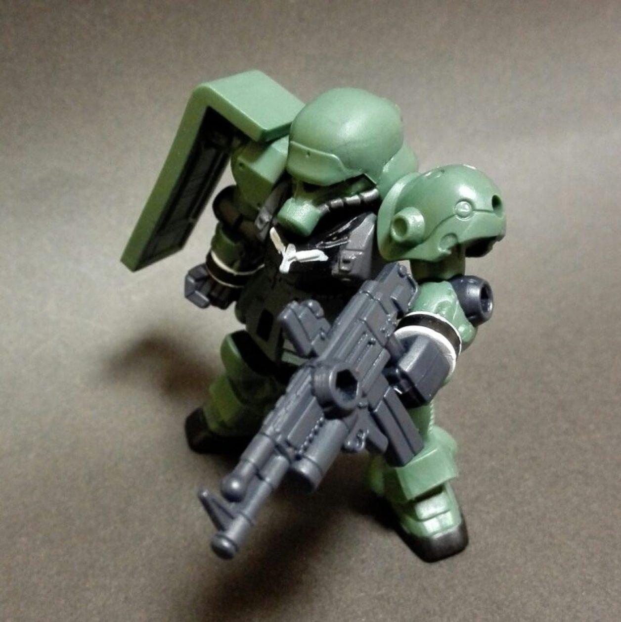 MOBILE SUIT ENSEMBLE(モビルスーツアンサンブル)第10弾のギラ・ズールに初期武装のビーム・マシンガンとシールドを装備させた画像