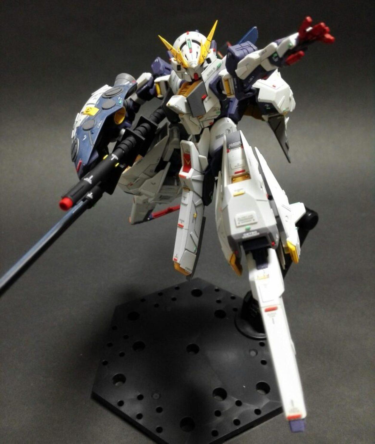 改造、改修してディテールアップしたHGUC ガンダムTR-6[ウーンドウォート](試作機カラー)に改造ビーム・ライフルを装備させた画像