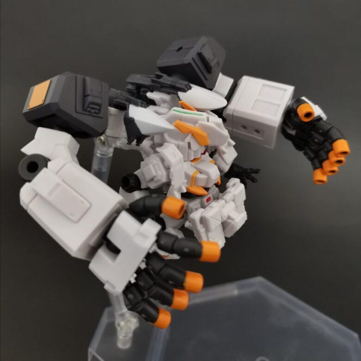 mobile suit ensemble (モビルスーツアンサンブル)ex23弾のガンダムtr-1[ヘイズル·アウスラ](ギガンティックアームユニット装備)をニューフライングベースでディスプレイした画像