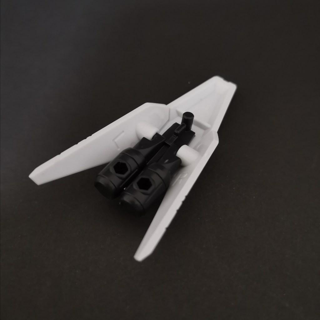 MOBILE SUIT ENSEMBLE(モビルスーツアンサンブル)16弾のハイニューガンダム用MS武器セットのシールドの組立方法の画像