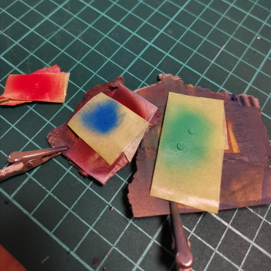 hguc ex-sガンダムのビームスマートガンにディスクレドームセンサーを塗り分けてディテールアップしている画像