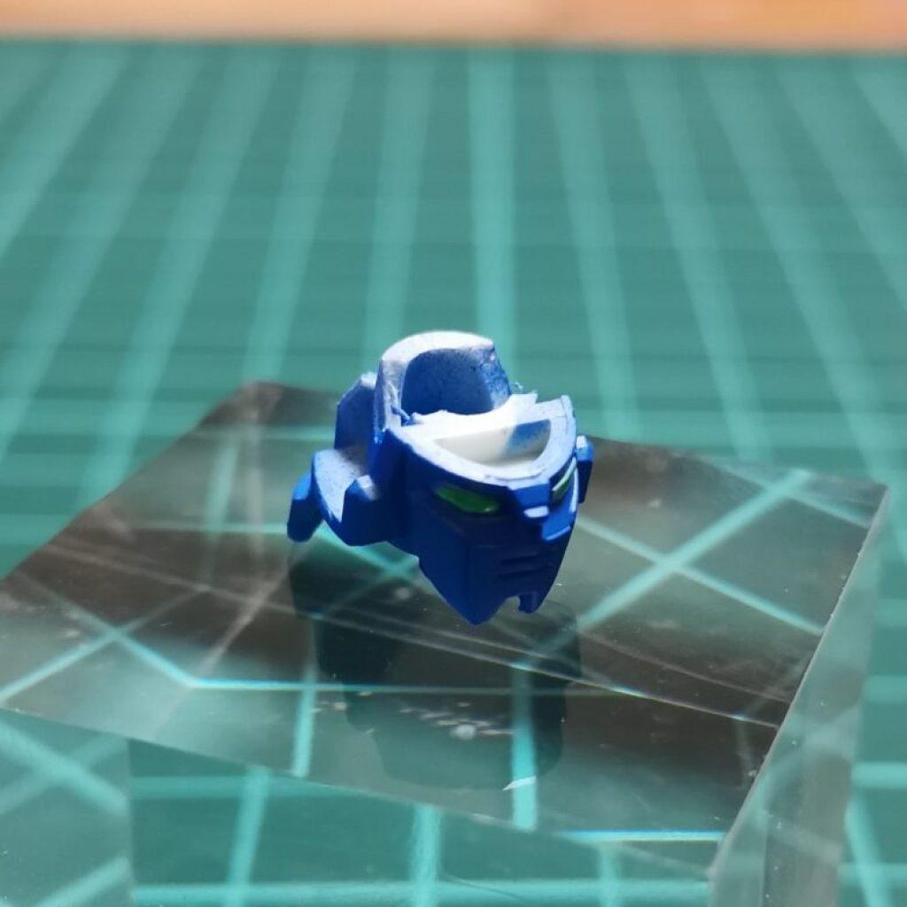 hguc zzガンダムの頭部ユニットを分解してガンダムマーカーエアブラシシステムでブルーに塗装してツインアイをアイグリーンで塗装した画像