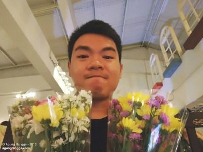dapat dua buket bunga