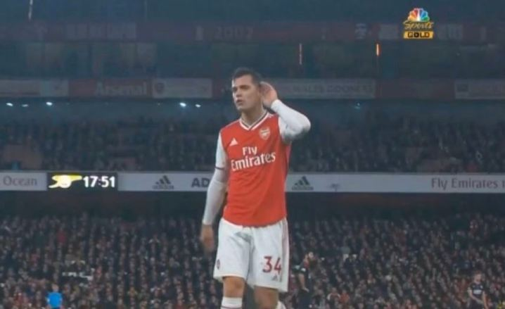 Granit-Xhaka-gestures-to-Arsenal-fans-d8dd