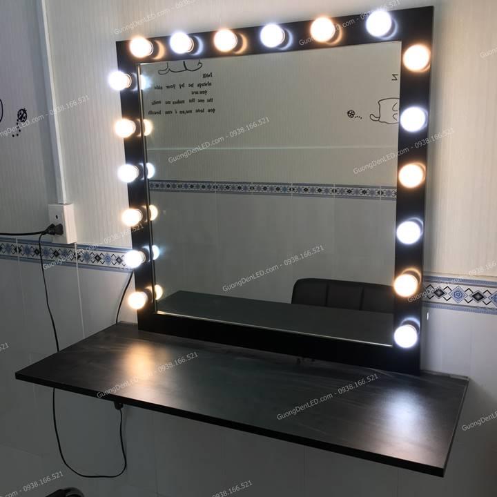 Gương Đèn LED Kệ Gỗ Trang Điểm Chuyên Nghiệp
