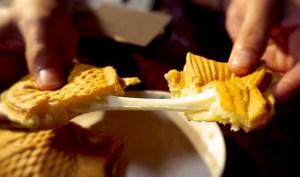 次のブームはこれだ!のび〜るチーズたい焼き作り体験!!