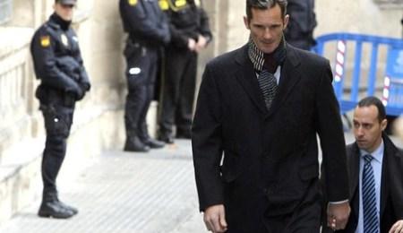 Iñaki Urdangarín, en su paseíllo hacia el juzgado de Mallorca. Foto Efe