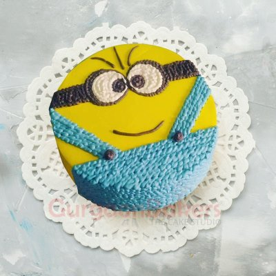 adorable minion cake