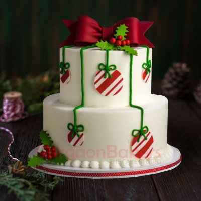 beautiful christmas ornament cake