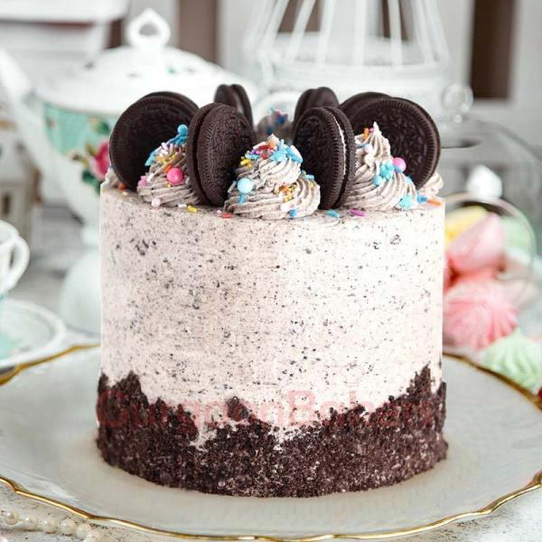half kg oreo party cake