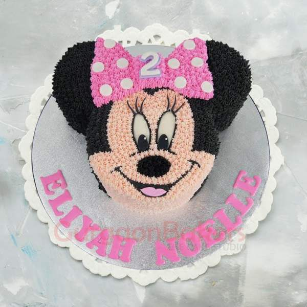 smiling minnie hand piped cake
