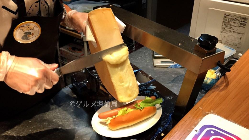 グルメ探偵局|ラクーアでラクレットチーズドッグ!PARK STREET CAFEで本場スイスのチーズをリーズナブルに堪能!
