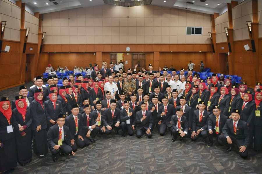 Mengirim 94 Guru Ke Malaysia