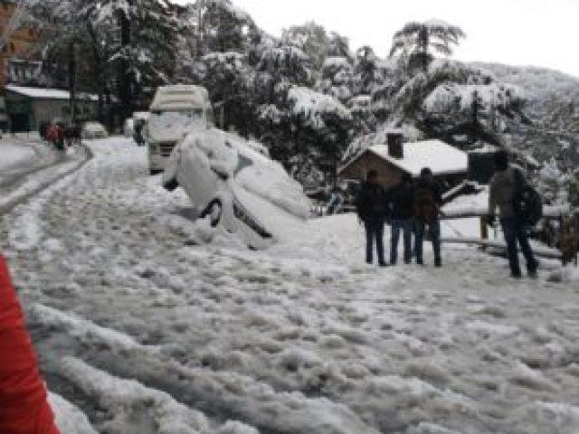 snowfall-traffic-jam-snowfall