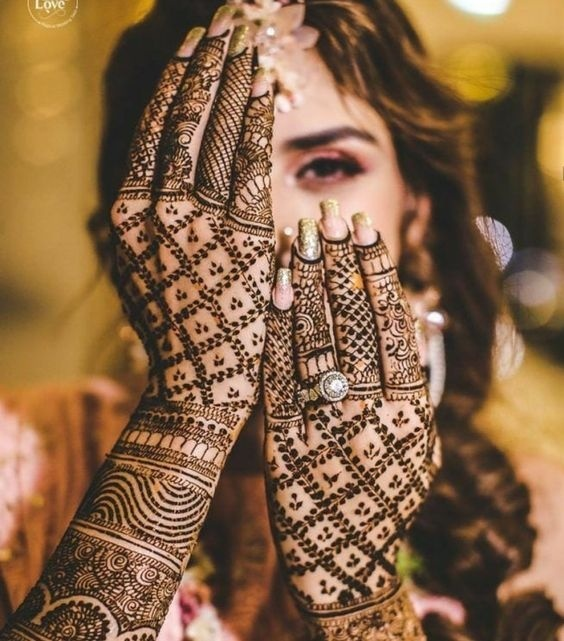 Traditional bridal mehndi design