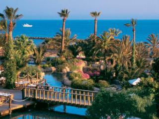 Туры на Кипр на 9 ночей, 2взр+1реб, отели 3-5*, завтраки+ужины от 76 523 руб за ТРОИХ — июль