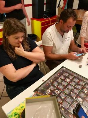 Boooh! Avec Christine de la très sympathique boutique de jeux L'Epée à Deux Nains de Genève, et PYF, distributeur de HG Distribution