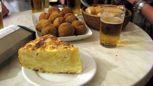 Muestra de tapas - Tortilla, croquetas y caña
