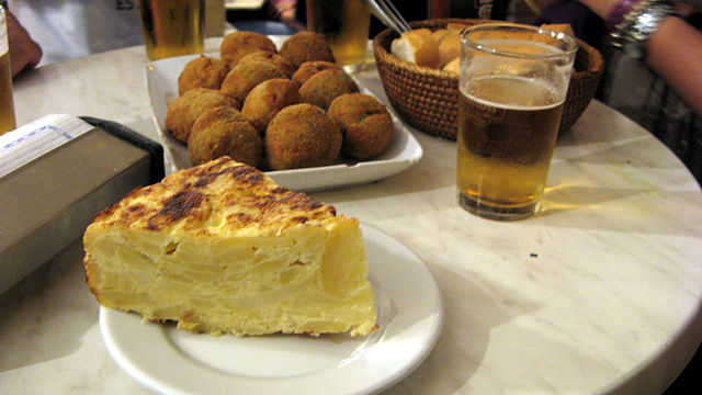 "Sample of ""Tapas"" - Tortilla, croquetas y caña"