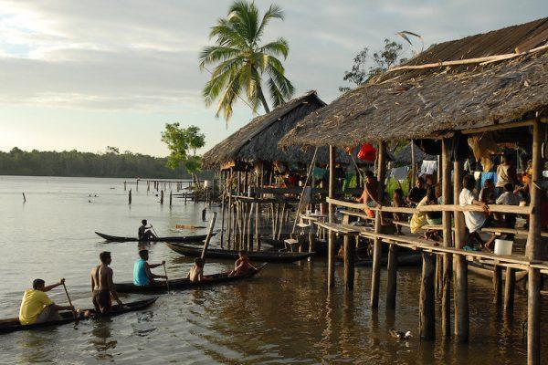 Indigenas de Delta Amacuro - Sample of the Cultural Diversity of Venezuela
