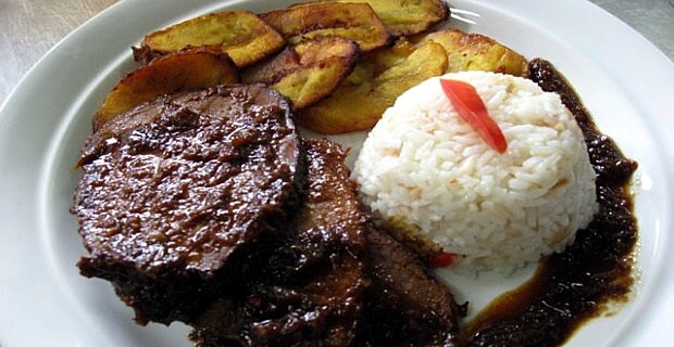 Black Roast with companions - One of the typical dishes of Venezuelan Christmas