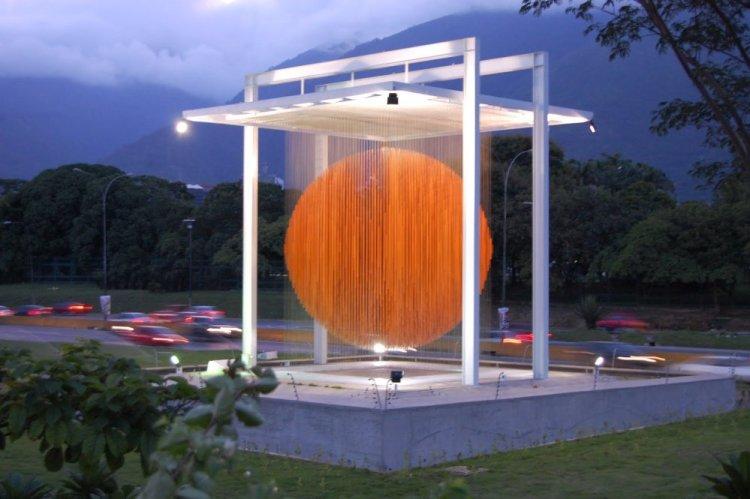 La Esfera de Caracas por Jesus Soto