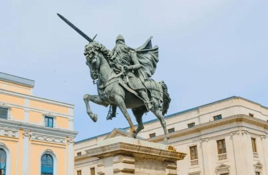 Estatua dedicada al Mio Cid en España - El caballo en la literatura universal