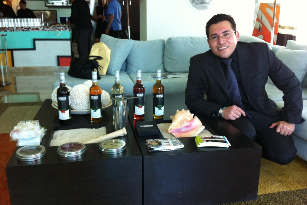 "Lo mas destacado 2012 Junior Merino @TheLiquidChef inauguró Celebrity Lounge at ""Cancún Wine & Food Festival"""