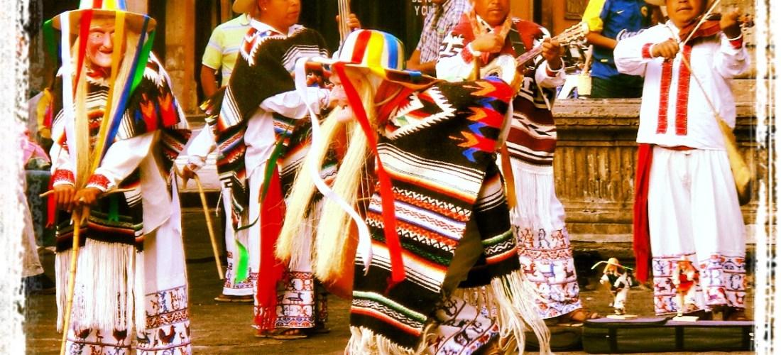 """#México a través de la lente """"Danza de los viejitos en Morelia"""" @marioli_5"""