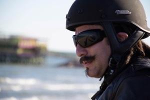 """Fox Life presenta """"Motochefs"""" Aarón Sánchez @Chef_Aaron y Aquiles Chávez @AquilesChavez emprenden una aventura gastronómica en motocicleta, todos los Jueves 9:00 PM"""