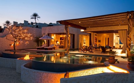 Luxury Villa with Infinity Pool 960 598