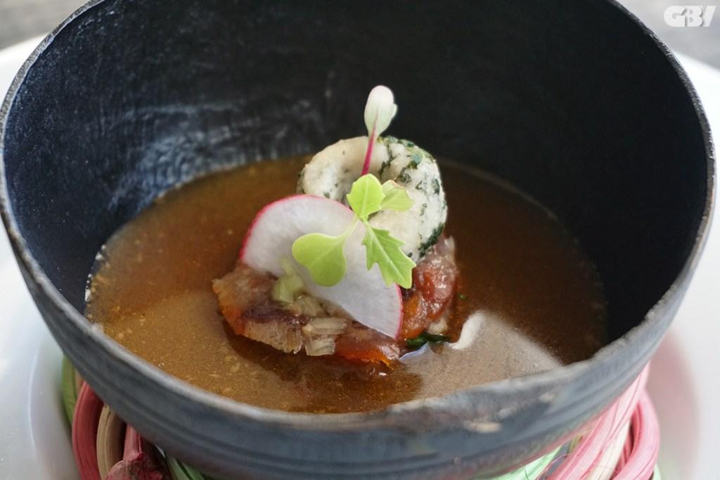Sopa de chicharrón Ibérico y jorochitos de chaya