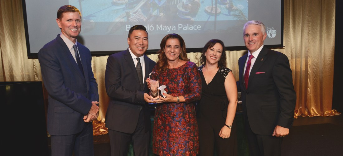 Barceló Maya Palace galardonado como «El mejor Resort Familiar Todo Incluido» en los premios Crystal Apple Awards por  Apple Vacations