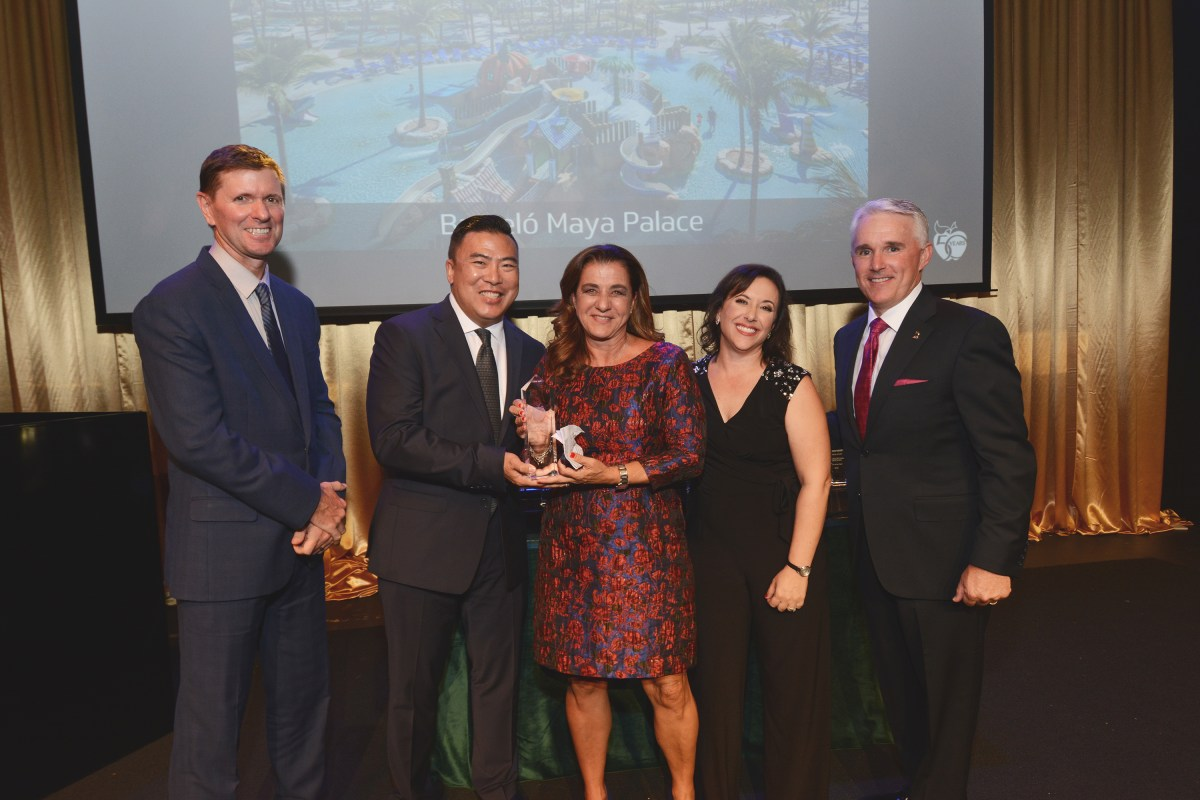 "Barceló Maya Palace galardonado como ""El mejor Resort Familiar Todo Incluido"" en los premios Crystal Apple Awards por  Apple Vacations"