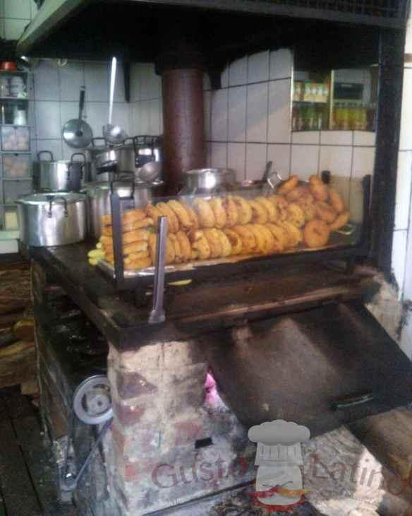 Arepas en desayunadero colombiano