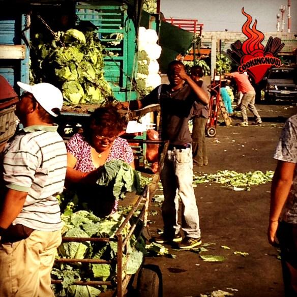 Camiones en el mercado de Lo Valledor