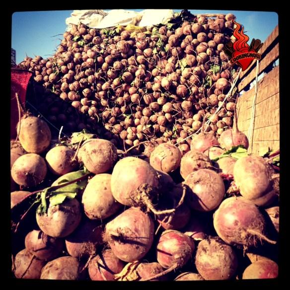 Puesto con remolacha en el mercado de Lo Valledor