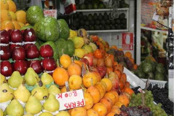 Frutas en mercado limeño