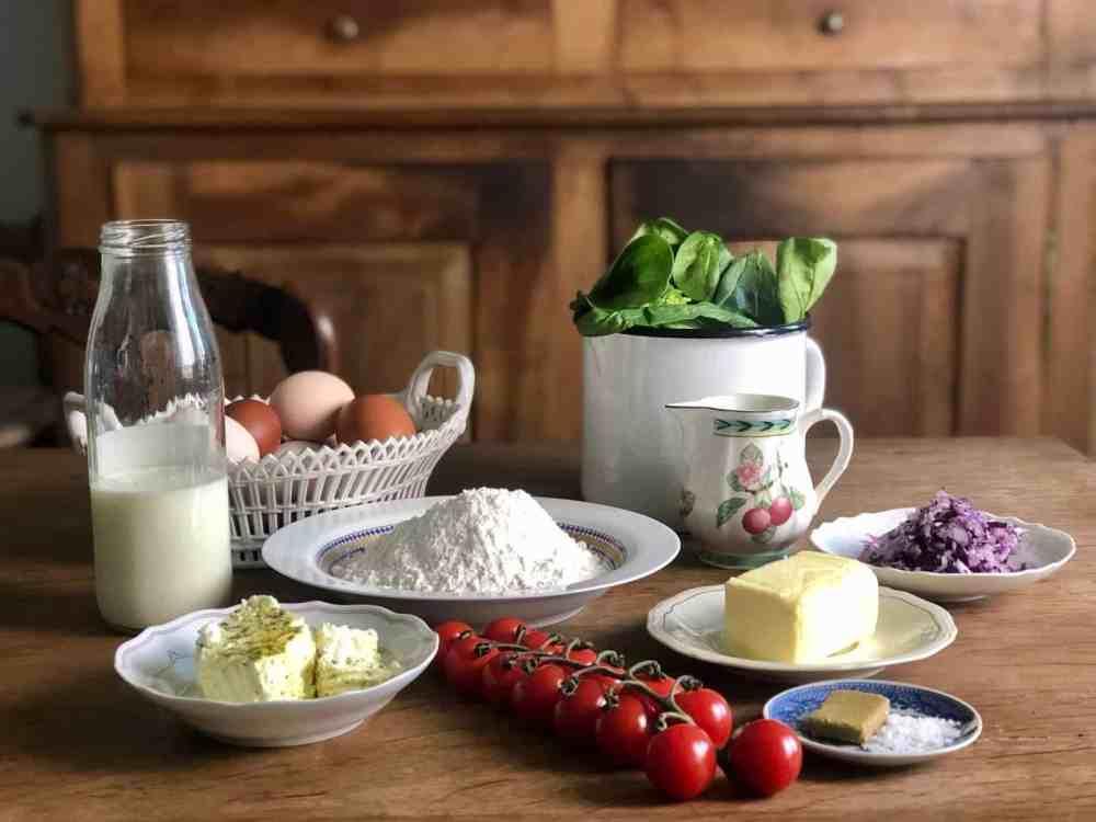 Zutaten für Spinatquiche mit Ziegenkäse.