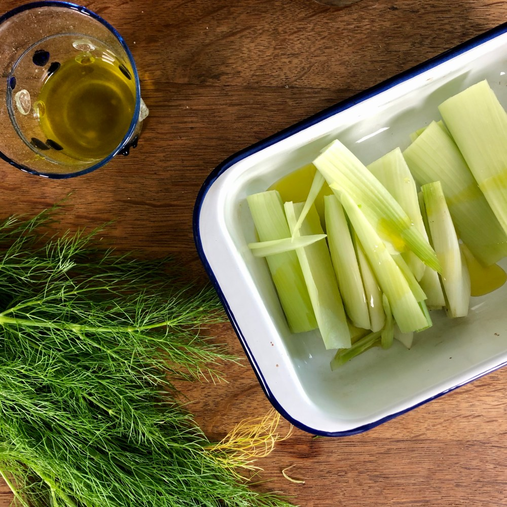 Gemüse mit dem Öl beschichtet ist.