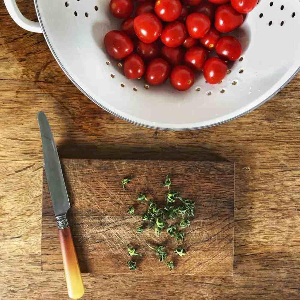 Tomaten reinigen.