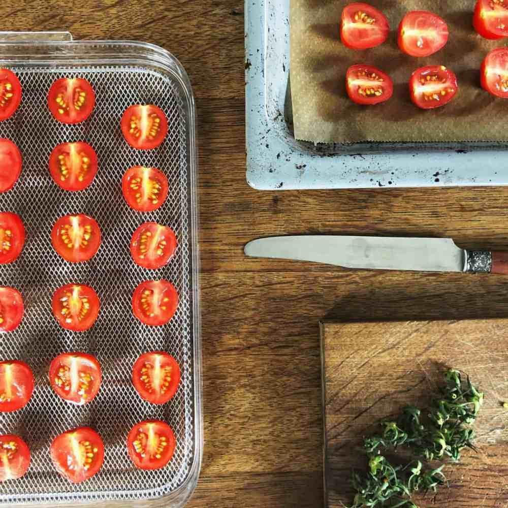 Tomaten  aufschneiden.