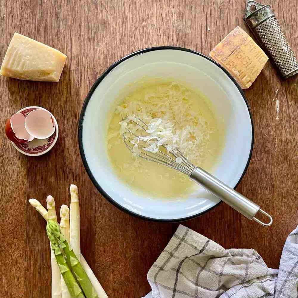 Den Parmesan dazugeben.