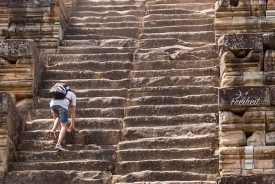Ta Keo - steile und schmale Treppen führen nach oben