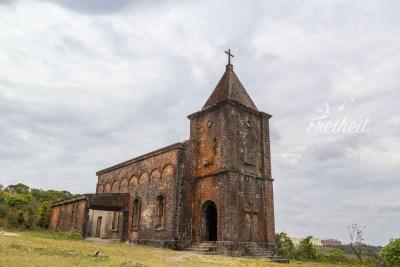 Ruine einer katholischen Kirche aus der französischen Kolonialzeit im Bokor Nationalpark