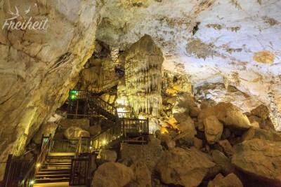 Paradise Cave - die Holztreppe führt wieder ins Tageslicht