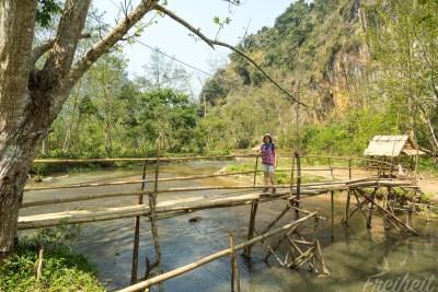 Einfache aber funktionierende Bambusbrücke